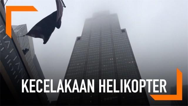 Sebuah helikopter menabrak gedung pencakar langit dengan ketinggian 229 meter. Satu orang dilaporkan tewas dalam insiden ini.