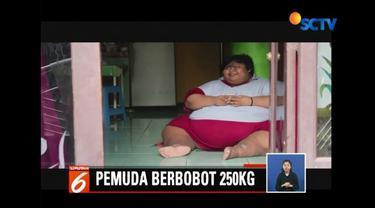 Lagi, kasus obesitas terjadi di Semarang, Jawa Tengah. Seorang pemuda berusia 22 tahun berharap uluran tangan dermawan untuk operasi lambung yang menelan biaya ratusan juta.