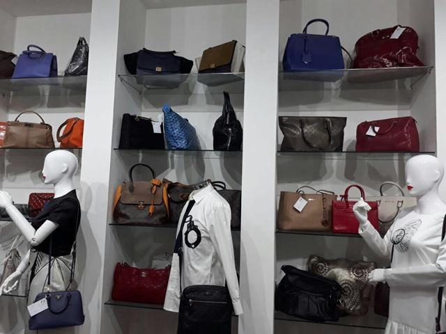 Selain bermanfaat untuk diri sendiri, menjual tas yang sudah tak terpakai juga bermanfaat bagi orang lain/copyright Vemale.com/Anisha SP