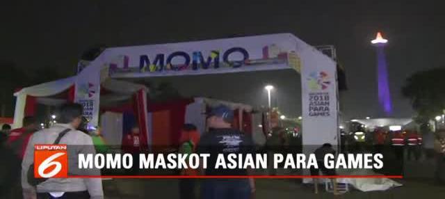 Momo si maskot Asian Para Games ini juga mengenakan pakaian khas budaya betawi lengkap dengan sabuk betawi yang biasa menandakan sang jawara.