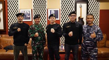 Foto NOAH & TNI AL. (Dok. Musica Studios)