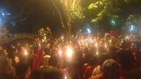 Pendukung Ahok menggelar aksi di depan gereja Mako Brimob Depok. (Liputan6.com/Ady Anugrahadi)
