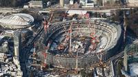 Foto udara menunjukkan pembangunan Stadion Nasional Jepang untuk Olimpiade 2020 di Tokyo pada 26 September 2017. Pembangunan stadion ini diajukan oleh arsitek Inggris, Zaha Hadid. (AFP Photo/Jiji Press/Jepang Out)