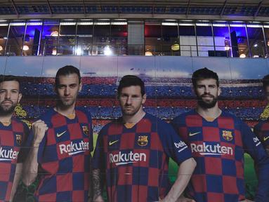 Di samping menjadi andalan tim, Lionel Messi juga telah dipercaya menjadi kapten tim Barcelona sejak 2018/2019 usai kepergian Andres Iniesta. Kini, saat La Pulga resmi meninggalkan Barcelona terdapat 5 sosok yang siap mewarisi jabatan kapten tersebut. (Foto: AFP/Josep Lago)