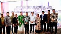 Ketua DPR RI Bambang Soesatyo melakukan peletakan batu pertama pembangunan Masjid Baitul Salam di lingkungan Universitas Perwira Purbalingga (UNPERBA).