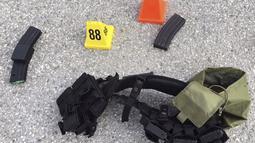 Amunisi disita dari pelaku serangan yang terjadi San Bernardino di beberapa waktu lalu, California, (3/12). Peristiwa itu Sedikitnya menewaskan 14 orang dan 17 lainnya terluka. (REUTERS)