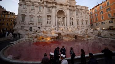 Air Mancur Trevi di Roma
