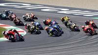 Pebalap Ducati, Jorge Lorenzo, memimpin balapan di MotoGP Italia di Sirkuit Mugello, Minggu (3/6/2018). Lorenzo finis dengan catatan waktu 41 menit 43,230 detik. (AFP/Filippo Monteforte)