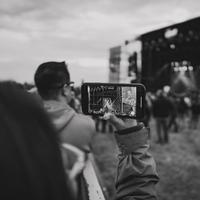 Ilustrasi stage photography | unsplash.com/@csolorzanoe