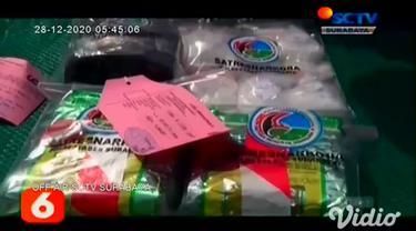 Tiga kurir narkoba jaringan Lapas di Jawa Timur, diringkus Satnarkoba Polrestabes Surabaya, satu pelaku terpaksa ditembak mati, karena berupaya melawan polisi dengan senjata tajam, sedangkan dua pelaku lainnya dilumpuhkan timah panas di bagian kaki.