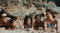 Awal bulan ini, pasangan selebriti Widi Mulia dan Dwi Sasono baru saja mengisi libur panjangnya dengan mengunjungi tempat wisata di Bayuwangi, Jawa timur. (Instagram/widimulia)