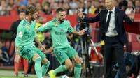 Aksi Dani Carvajal saat Real Madrid berhadapan dengan Sevilla. (AFP/Cristina Quicler)
