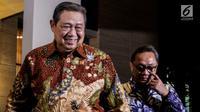 Ketum Partai Demokrat Susilo Bambang Yudhoyono (SBY) menerima kedatangan Ketum Partai Amanat Nasional (PAN) Zulkifli Hassan di kediamannya di kawasan Mega Kuningan, Jakarta, Rabu (25/7). (Liputan6.com/Johan Tallo)