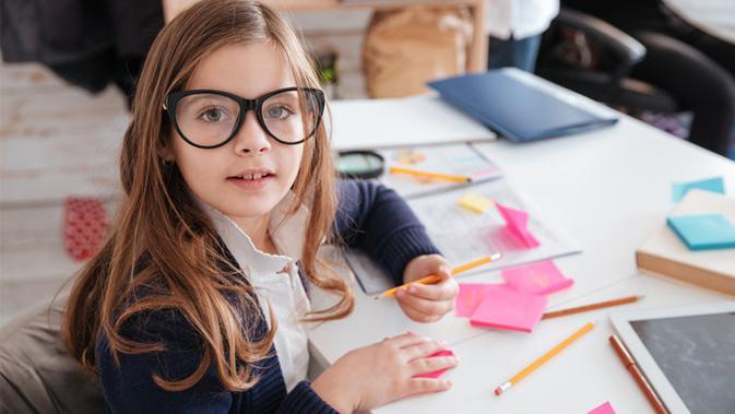 Menghadapi kemajuan teknologi dan automasi di masa mendatang, anak perlu keahlian khusus agar bisa bersaing. Keahlian apa saja?