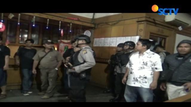 Kendati pemandu lagu membantah menggunakan narkoba, polisi tetap membawanya ke Polda Jambi untuk pemeriksaan lanjutan.