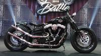 Harley-Davidson bergaya Bobber Softail sabet gelar Best of the Best di Suryanation Motorland Battle 2018 seri Makassar. (Septian/Liputan6.com)