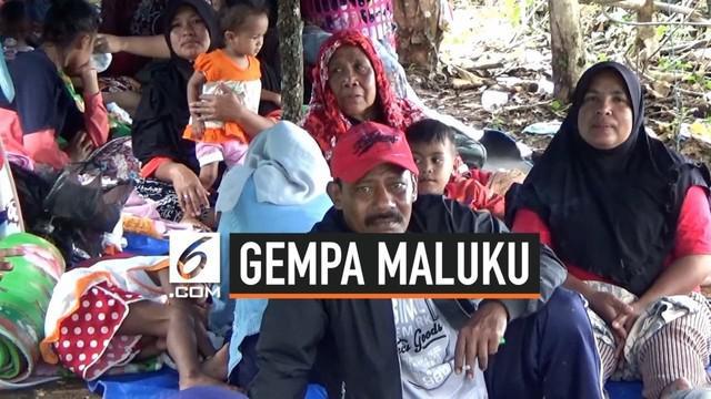 Pengungsi korban gempa Ambon protes tidak ada makanan. Pemerintah setempat mengakui bantuan sangat terbatas.