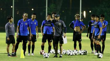 Kondisi fisik pemain Timnas Indonesia masih berada di wilayah 60 persen karena situasi pandemi COVID-19 yang membuat pelatih Shin Tae-yong menyesuaikan menu latihan untuk pemain. (Foto: Bola.com/M Iqbal Ichsan)