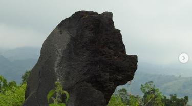 Misteri batu kepala Singa di Gunung Ciremai