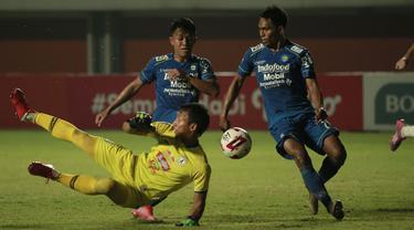 Frets Butuan terbilang lengkap sebagai pemain yang menghuni lini serang. Dia beroperasi di sisi kiri sayap Persib Bandung dan mampu memberikan pengaruh penting untuk timnya. (Foto: Bola.com/Ikhwan Yanuar)