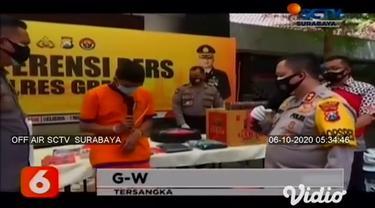 Sebanyak tiga tersangka pembobol toko swalayan asal Surabaya dibekuk Satreskrim Polres Gresik, Jawa Timur, setelah polisi mendapatkan bukti rekaman cctv dari toko swalayan yang dicuri.