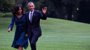 Romantisnya Obama yang Selalu Menggandeng Tangan Istri