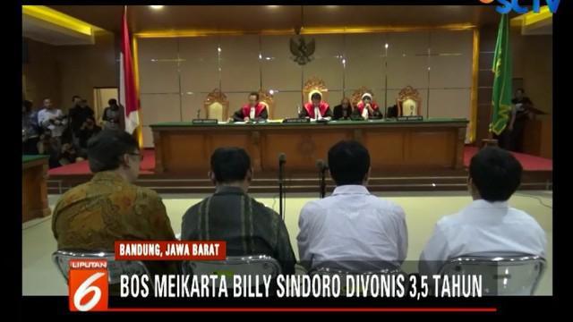 Putusan ini lebih ringan dari tuntutan jaksa, yaitu hukuman 5 tahun penjara dan denda Rp 200 juta.