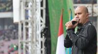 Ahmad Dhani konser di May Day (liputan6.com/Herman Zakharia)
