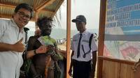 Warga di Wamena saat menukarkan uang layak edar, padaya Festival Baliem 2019. (Liputan6.com/Katharina Janur/BI Papua)