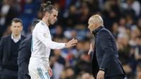 Striker Real Madrid, Gareth Bale, meninggalkan lapangan saat melawan Celta Vigo pada laga La Liga di Stadion Santiago Bernabeu, Sabtu (12/5/2018). Real Madrid menang 6-0 atas Celta Vigo. (AP/Paul White)
