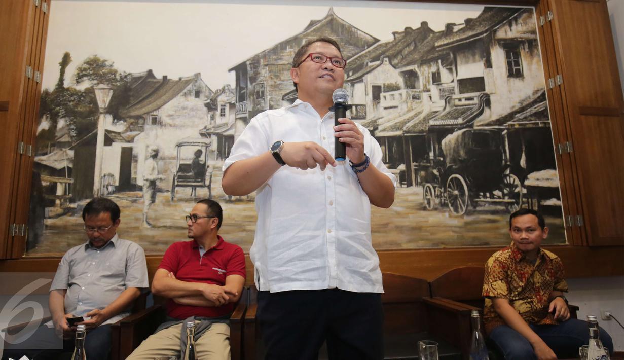 Menteri Komunikasi dan Informatika (Menkominfo) Rudiantara menyampaikan keterangan pers terkait upaya penanganan serangan dan antisipasi Malware Ransomware WannaCry di Jakarta, Minggu (14/5). (Liputan6.com/Helmi Afandi)