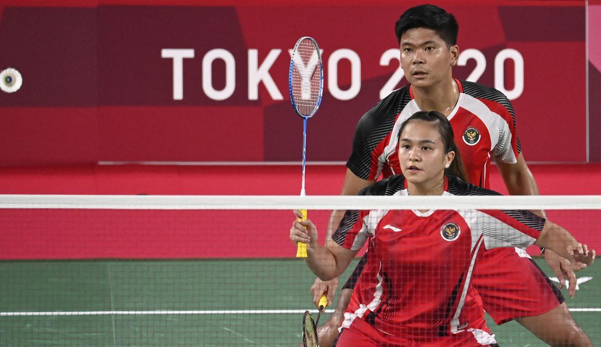 Pasangan ganda campuran Indonesia, Paveen Jordan dan Melati Oktavianti harus menerima kekalahan pertama setelah ditundukkan pasangan Jepang, Yuta Watanabe dan Arisa Higashino. Namun kekalahan ini tak halangi Indonesia untuk lanjut ke babak selanjutnya. (Foto: AFP/Alexander Nemenov)