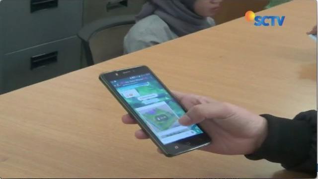 Proses pendaftaran nomor handphone masih tetap gagal saat batas akhir, warga di Bogor datangi Kantor Disdukcapil.