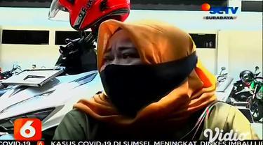Sebanyak 12 peserta demo dalam aksi tolak UU Cipta Kerja (omnibus law) di Banyuwangi, Jawa Timur melakukan swab test di Mapolresta Banyuwangi, setelah salah satu di antaranya dinyatakan reaktif saat dilakukan rapid test sebelumnya.