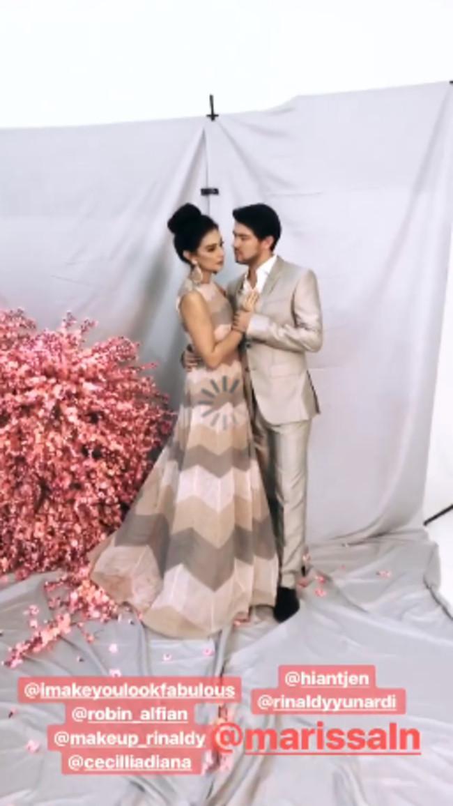 Marissa Nasution melakukan sesi foto prewedding dengan menggunakan 4 look (instagram/carendelano)