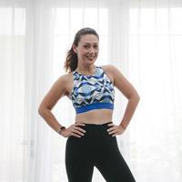 Jackie Kezia adalah seorang personal trainer/dok. Strongbee