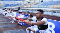 Persib Bandung berlatih di Stadion GBLA menjelang restart Shopee Liga 1 2020. (Bola.com/Erwin Snaz)