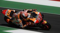 Marc Marquez bikin manuver saat kualifikasi MotoGP Italia (AFP)