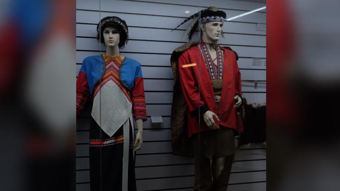 Pakaian suku Tsou yang tinggal di Alishan, Taiwan (Liputan6.com/Teddy Tri Setio Berty)