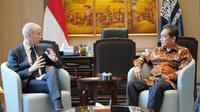 Menteri Perdagangan Agus Suparmanto melakukan pertemuan bilateral dengan Menteri Delegasi Perdagangan Luar Negeri dan Daya Tarik Ekonomi, Kementerian Eropa dan Luar Negeri Prancis, Franck Riester, di Jakarta, pada Selasa 15 Desember 2020.
