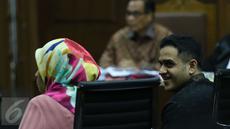 Mantan Bendahara Partai Demokrat, Muhammad Nazaruddin  saat bersaksi di proyek pengadaan e-KTP untuk terdakwa Irman dan Sugiharto di Pengadilan Tindak Pidana Korupsi (Tipikor) Jakarta, Senin, (3/4). (Liputan6.com/Helmi Afandi)