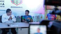 Pemain Bhayangkara FC, Hargianto hadir saat pertemuan bersama J-League di Kantor PSSI, Jakarta, (16/1/20180. Pertemuan ini membahas J-League Asia Challenge 2018. (Bola.com/Nicklas Hanoatubun)