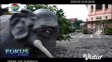 Landmark baru milik Kabupaten Gresik sempat viral di media sosial (medsos) lantaran menjadi bahan cibiran. Saat dikonfirmasi kepada Pemkab Gresik, ikon Gajah Mungkur memang sengaja dipilih jadi landmark Kota Pudak di Simpang Perlimaan Sukorame.