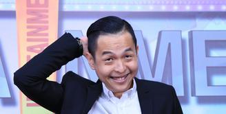 Pemeran, sutradara dan penulis, Ernest Prakasa terlahir dari dunia komedi. Begitu juga dengan dua film yang digarap masih dalam komedi. Ia masih belum pede keluar dari komedi. (Adrian Putra/Bintang.com)