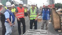 Sandiaga Uno menyambangi lokasi proyek fly over Pancoran, Jakarta (Liputan6.com/ Yunizafira Putri