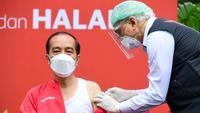 Presiden Joko Widodo atau Jokowi menjalani vaksinasi COVID-19 dosis kedua di Kompleks Istana Kepresidenan, Jakarta, Rabu (27/1/2021). Jokowi menjadi orang pertama yang menerima vaksin COVID-19 dalam program vaksinasi massal secara gratis di Indonesia. (Lukas/Biro Pers Sekretariat Presiden)