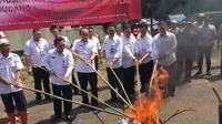 Kemendagri memusnahkan 1.378.146 keping e-KTP di Bogor, Jawa Barat (Liputan6.com/ Lizsa Egeham)