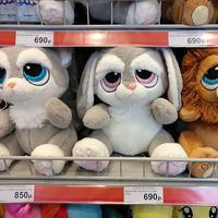 Ini yang bikin mainan lagi pada kenapa, sih? (Sumber foto: boredpanda.com)