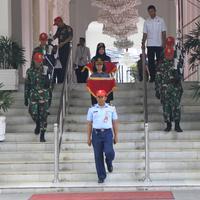 Pembawa Baki pada Kirab Bendera Pusaka Tahun Ini Adalah Pembawa Baki Paskibraka Nasional 2018, Tarrisa Maharani Dewi dan Zanati Tahta Umahati (Foto: Tarrisa)