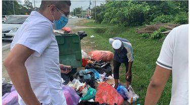 Kisah Pilu Kakek Cari Makanan di Tumpukan Sampah untuk Buka Puasa